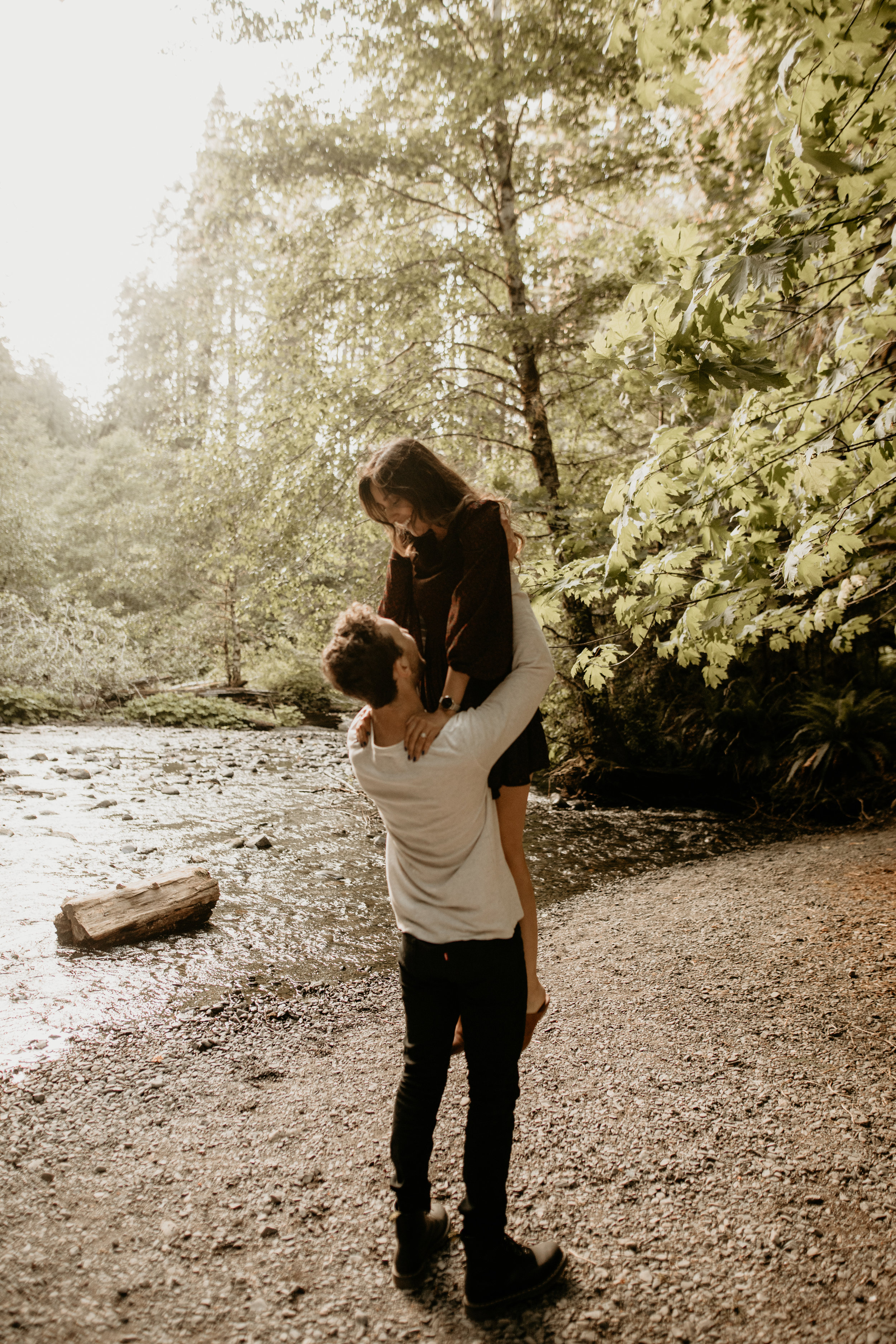 lake crescent engagement photos - Seattle elopement photographer - lake hikes - best lake hike - best engagement photo location - what to wear to your engagement photos - best pnw elopement photographer