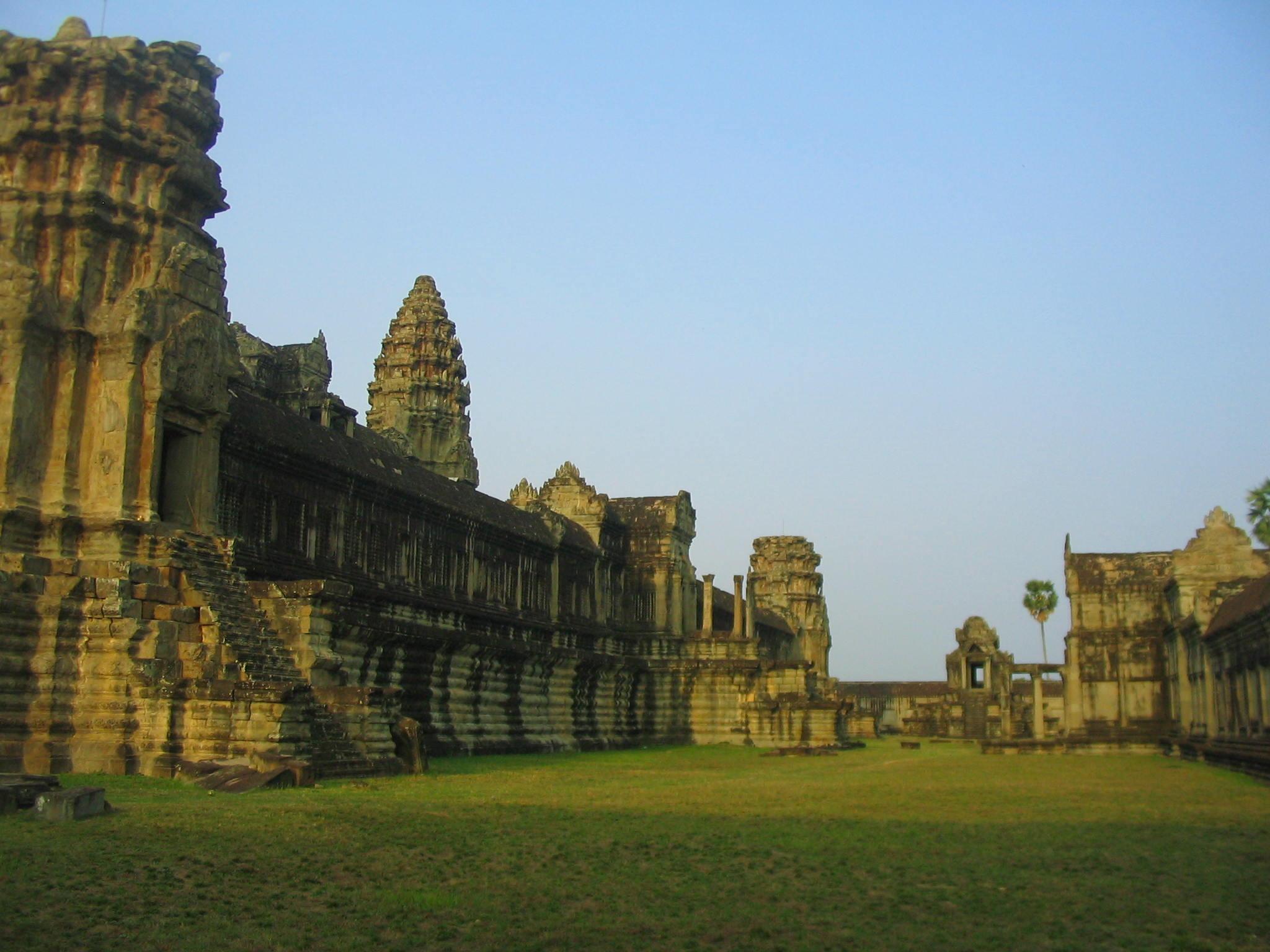 Angkor Wat grounds.JPG