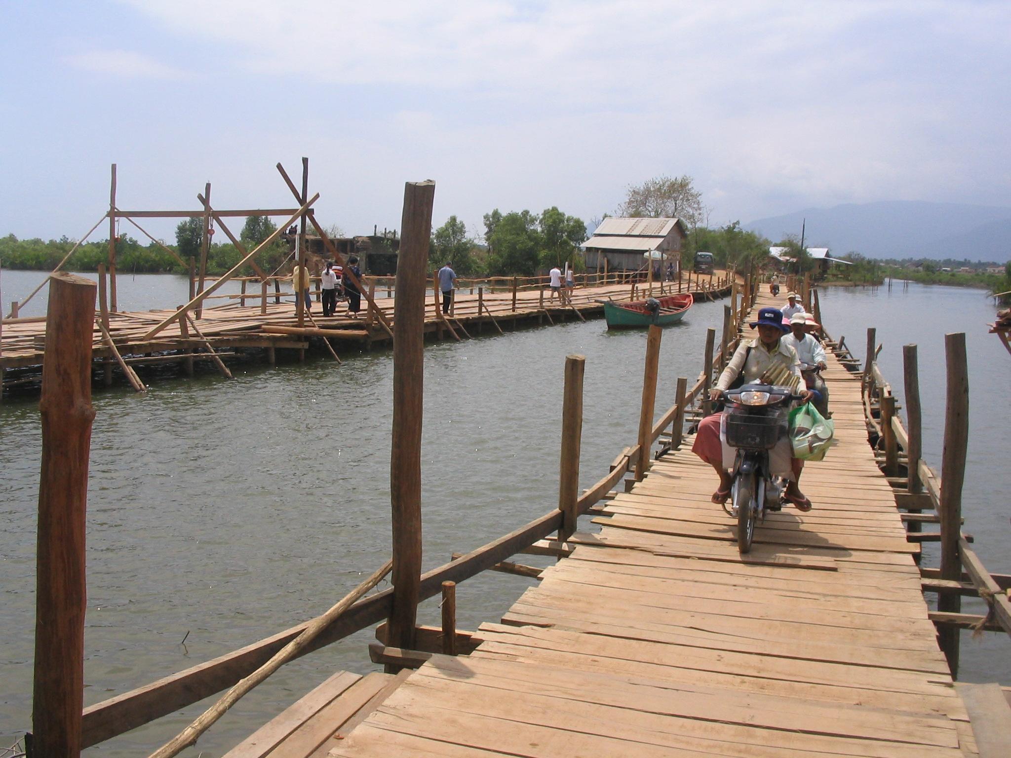 Main access bridge.JPG