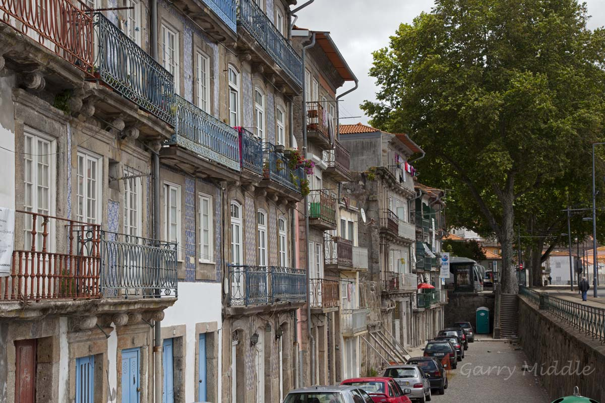 Porto street 1.jpg