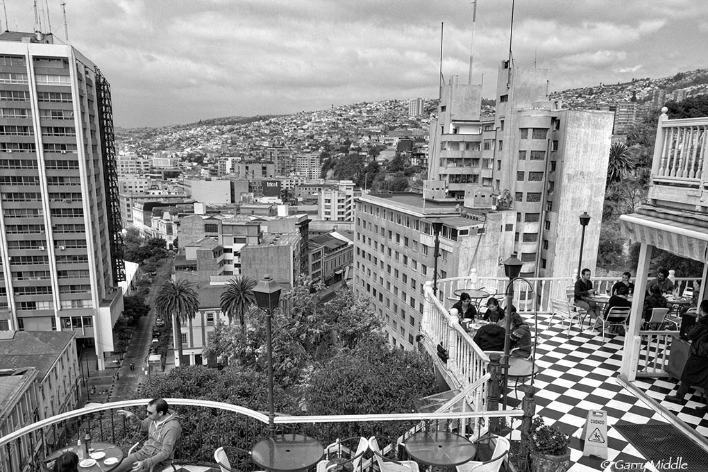 Valparaíso outdoor dining.jpg