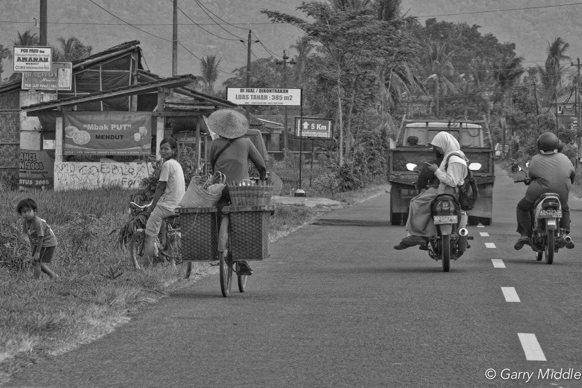 Indonesia Rural mobile phone.jpg
