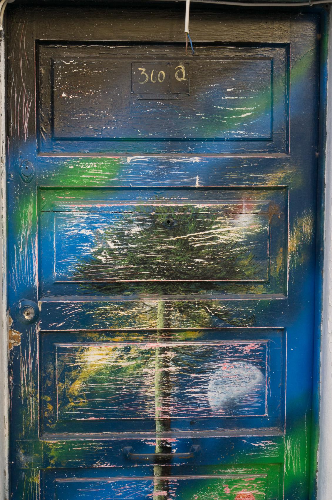 Valparaíso Art 32 door.jpg