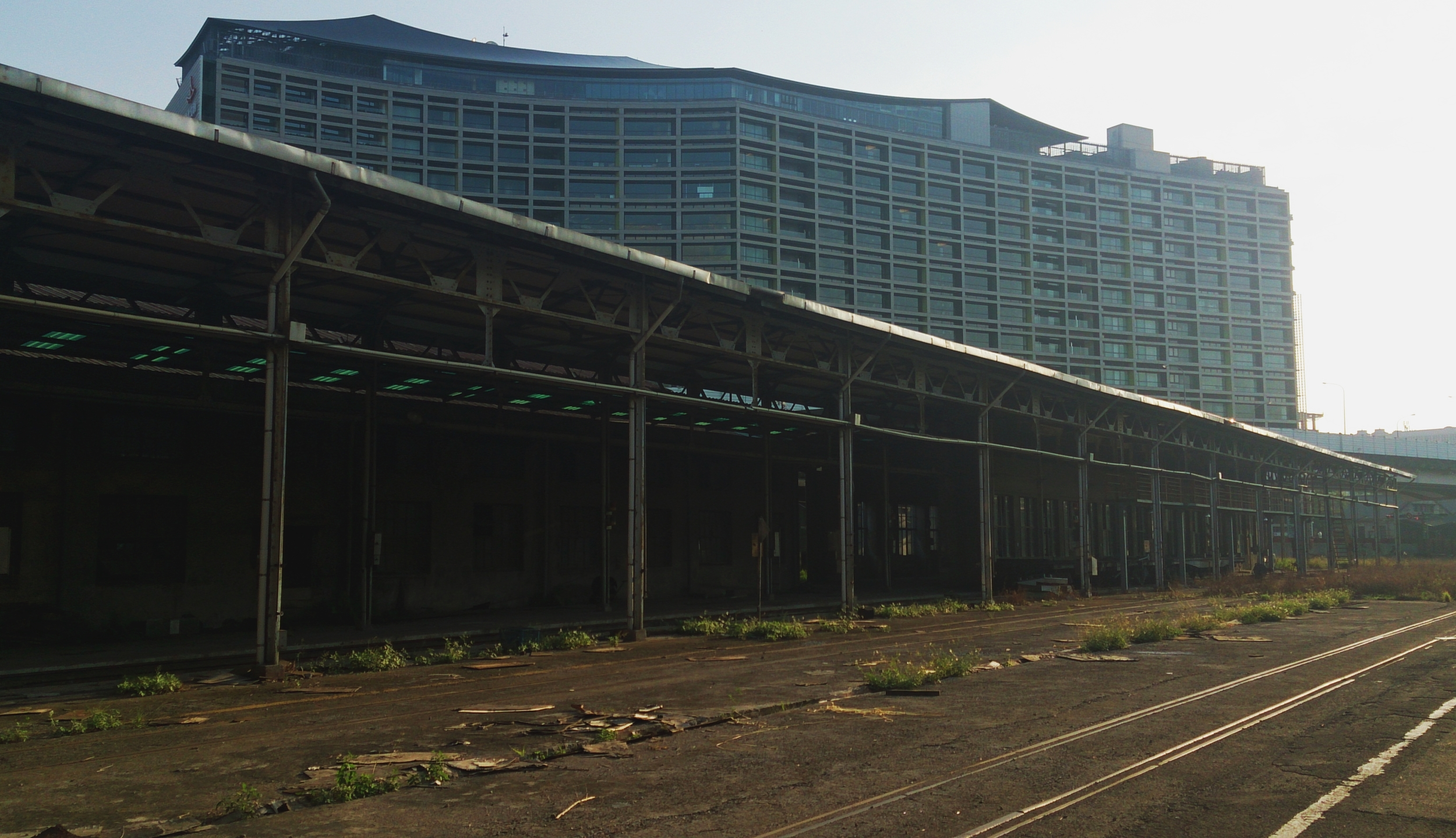 Abandoned sidings with the new Eslite building at Songshan Tobacco Factory behind.