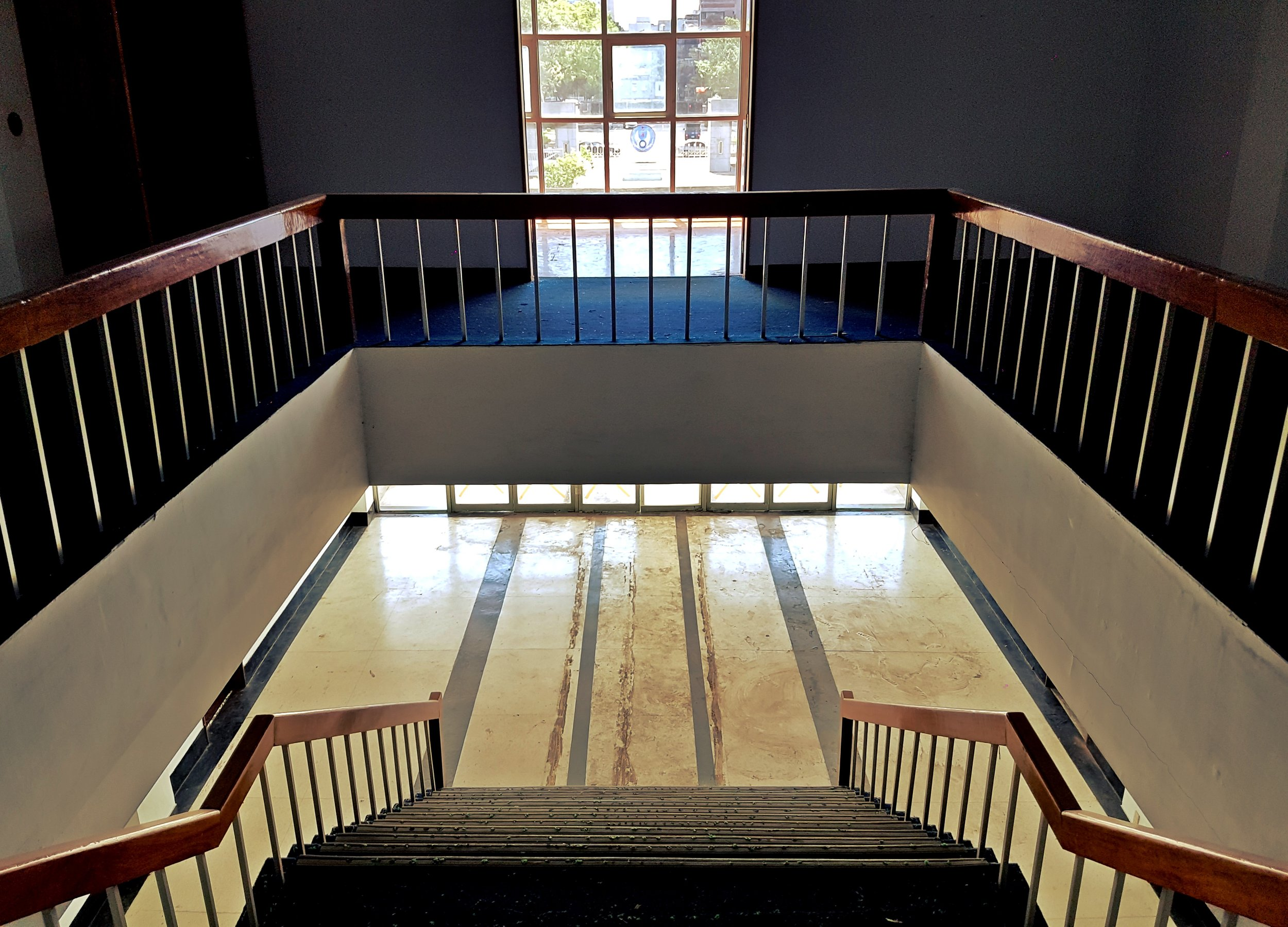 The main stairway looks a lot like one in my university dorms.