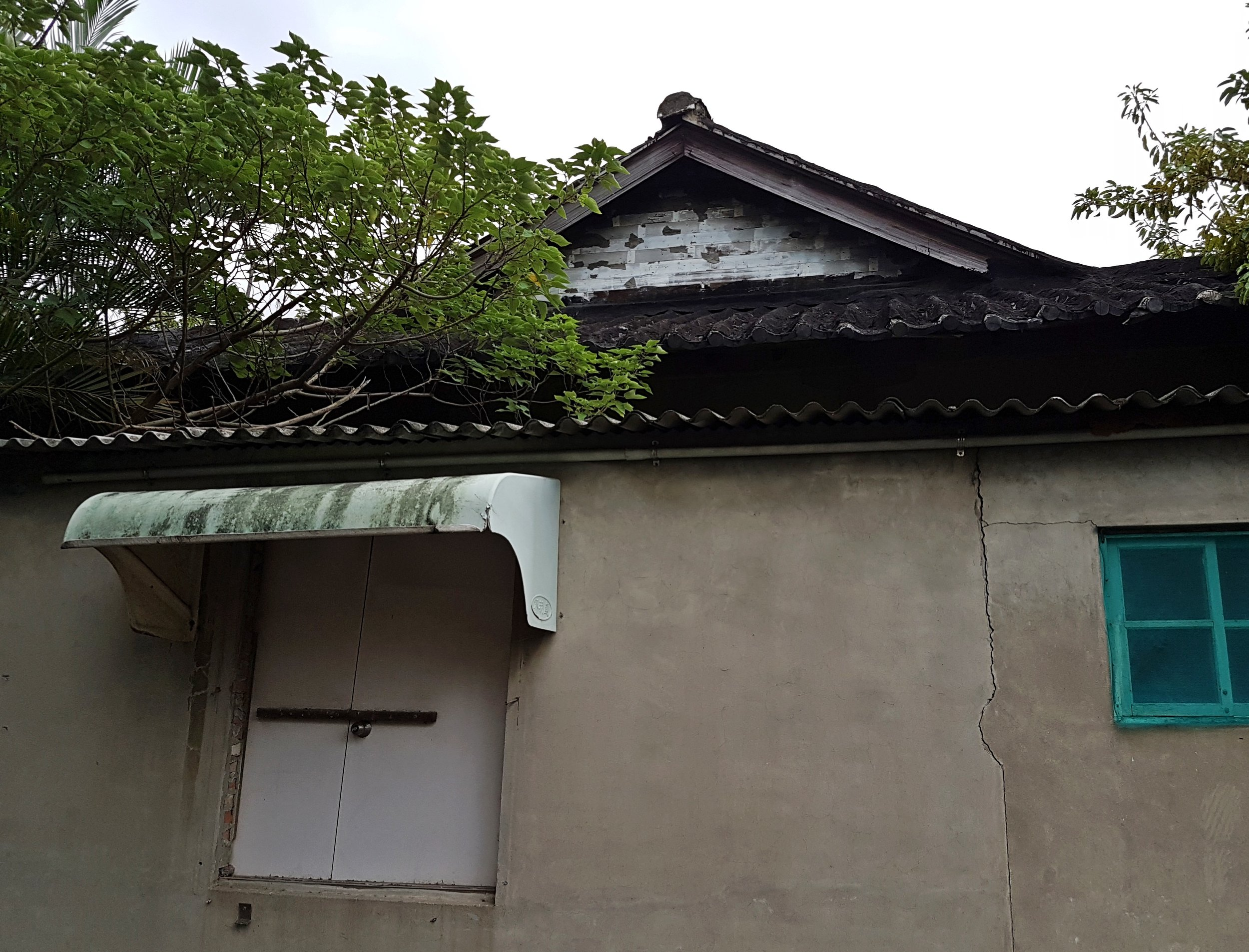 The butokuden seen from a nearby lane. A note on language: I've seen these halls called both butokuden and budokan. After reading  this thread  on Japanese language I've gone with butokuden. It seems butokuden are more for training and budokan are more competition venues.