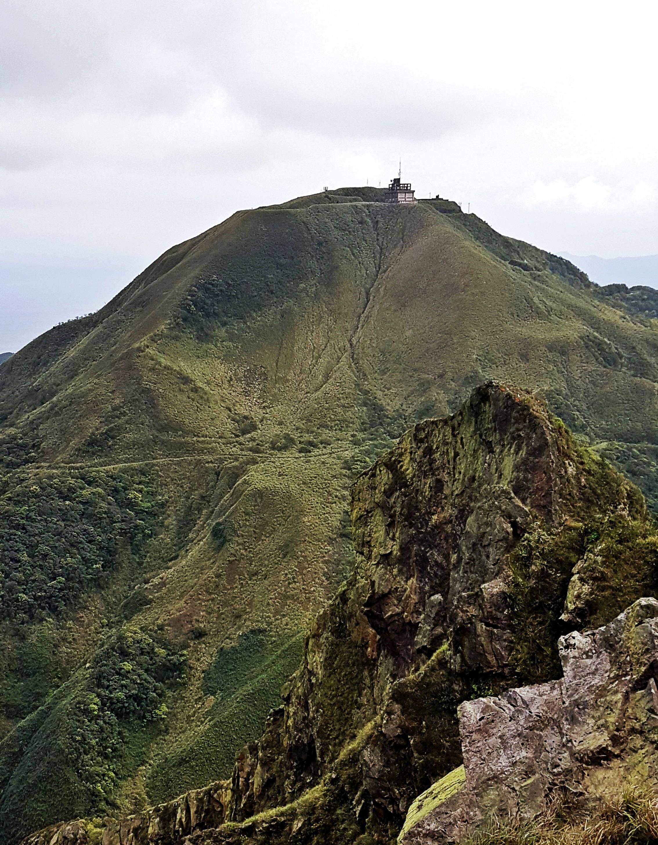 Caoshan (grass mountain), seen from the Banping Ridge