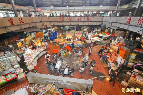 Jianguo market (建國市場), Taichung. My images of the interior here are lost. Source:  Liberty Times
