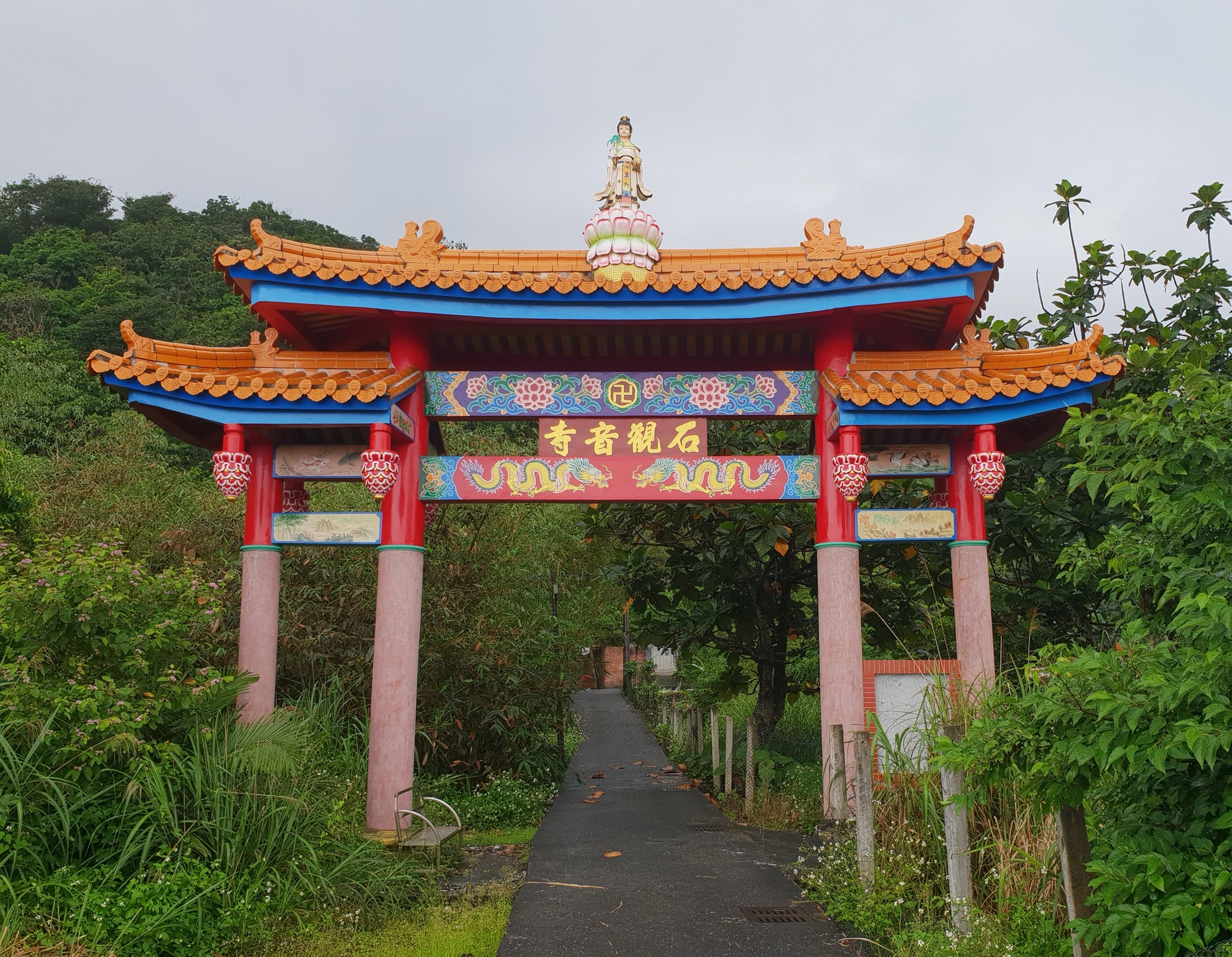 Guanyin welcomes you weary traveller ... with ... lots of steps!