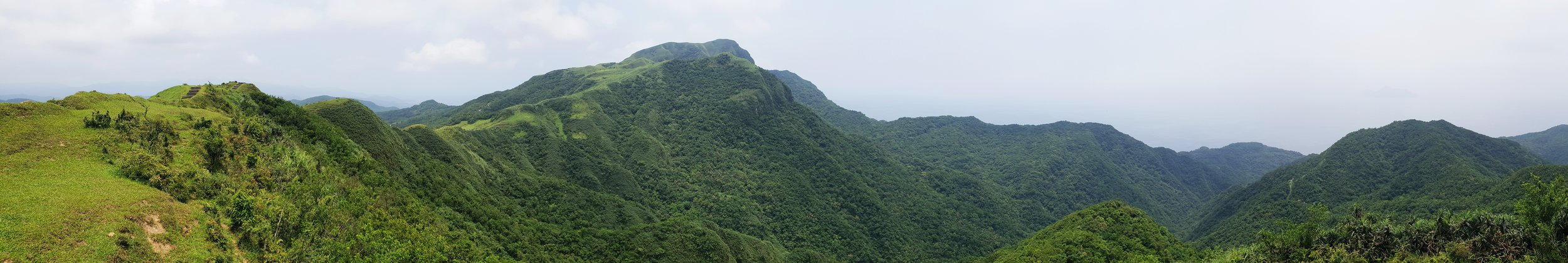 Trail panarama with the summit of Mt Wankengtou