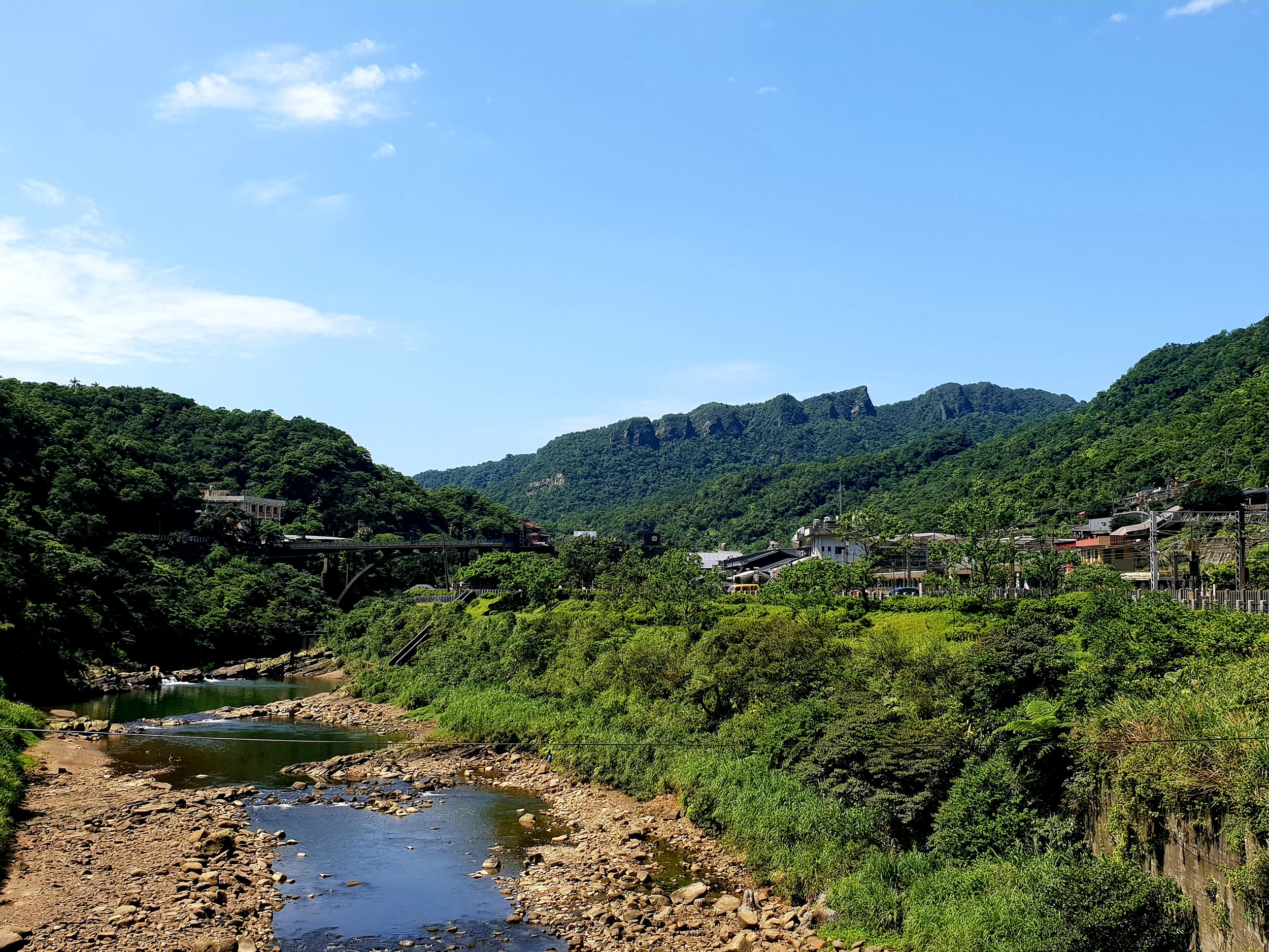 The beautiful valley Houtong sits in