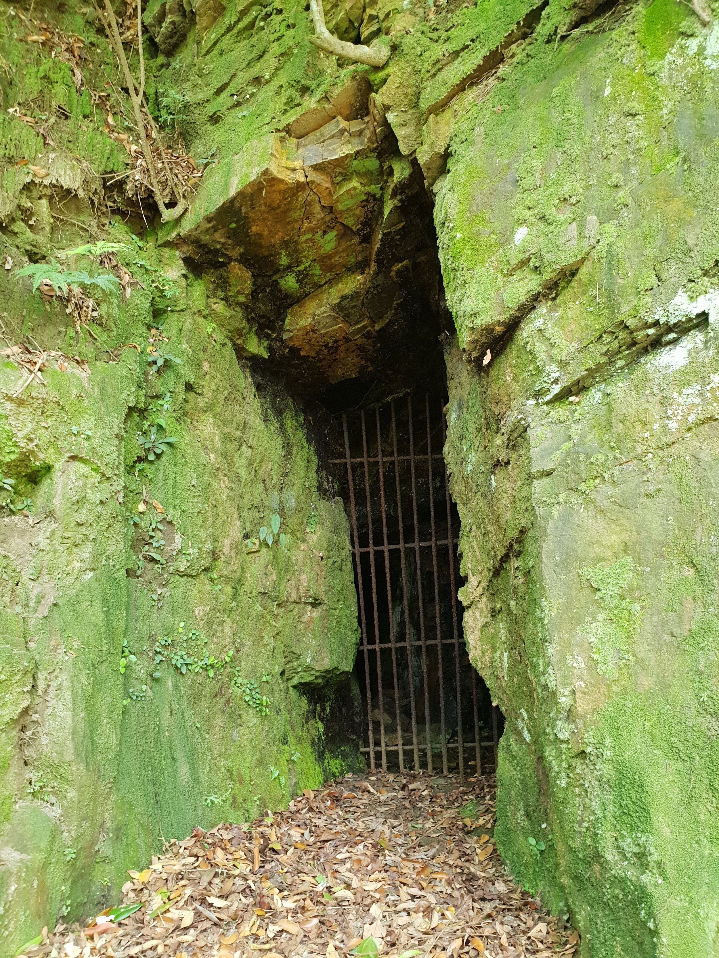 A narrow mine entrance near Jiufen