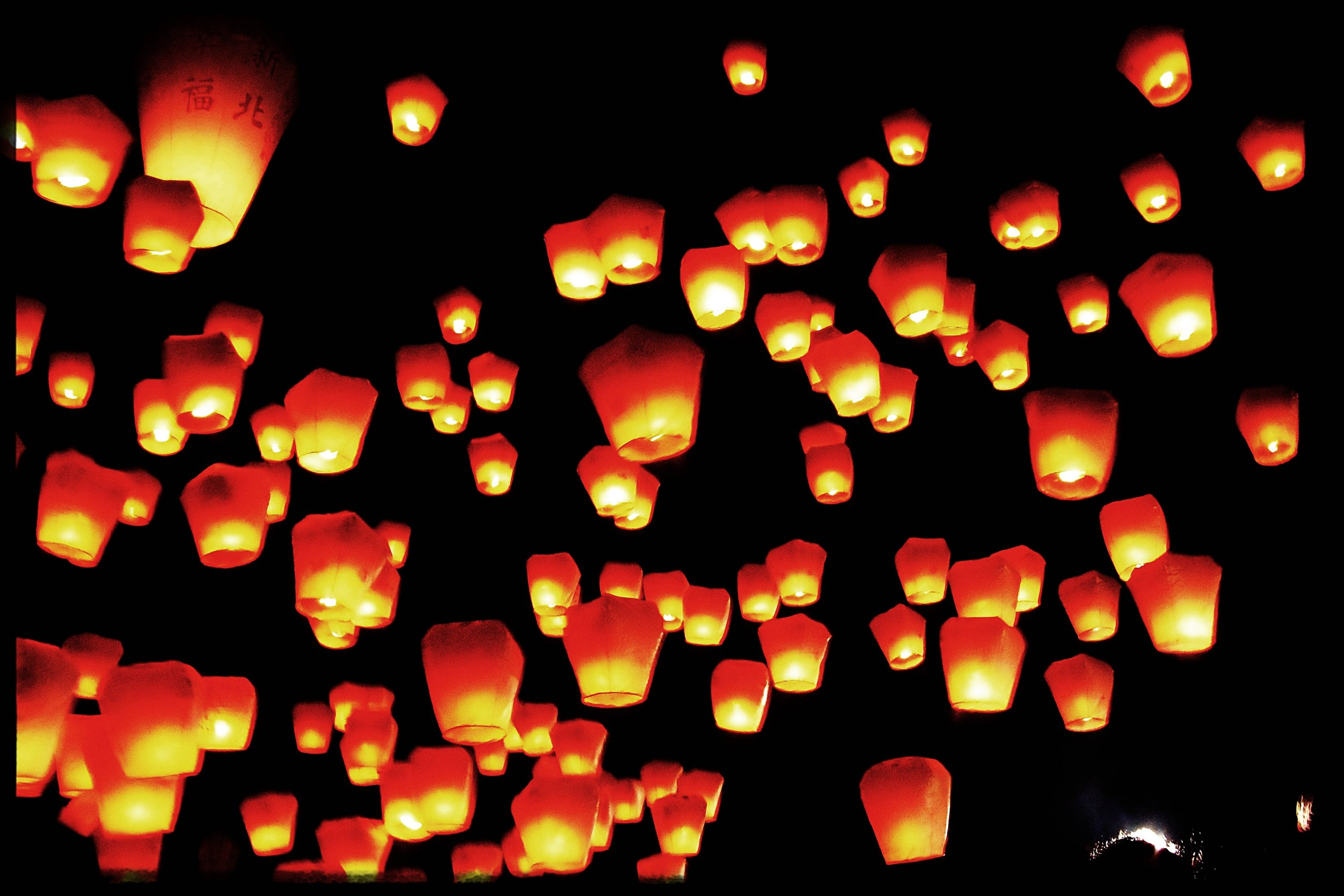 A pic from a mass launch during the 2011 Lantern Festival when my camera was still a potato