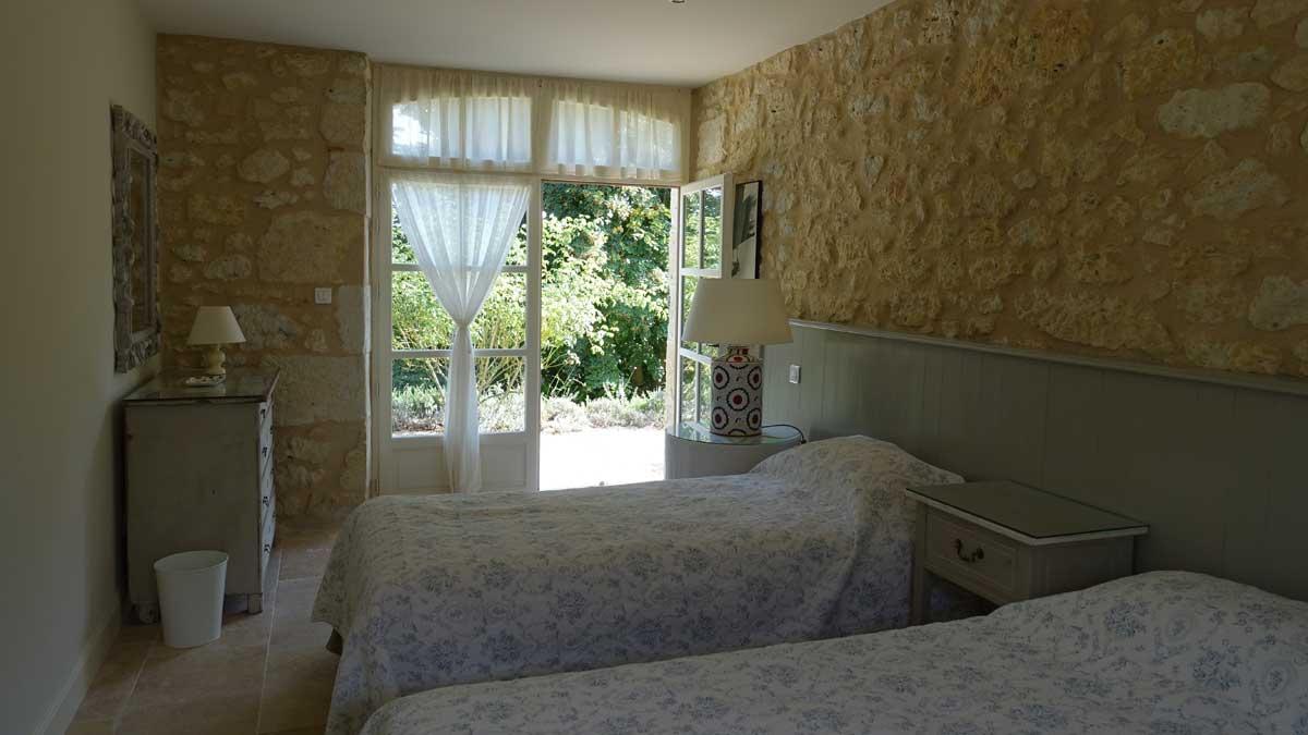 end-bedroom-002.jpg