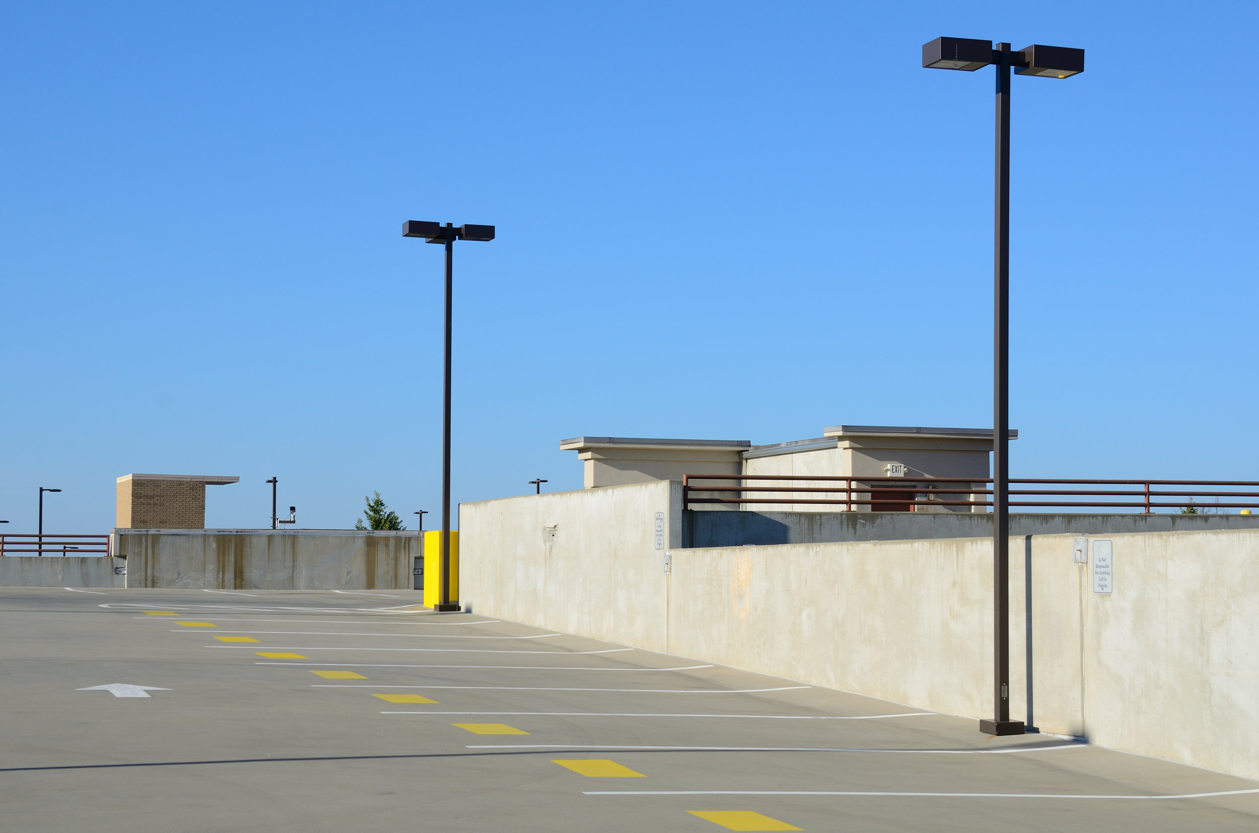 parking lot lights_72678598.jpg
