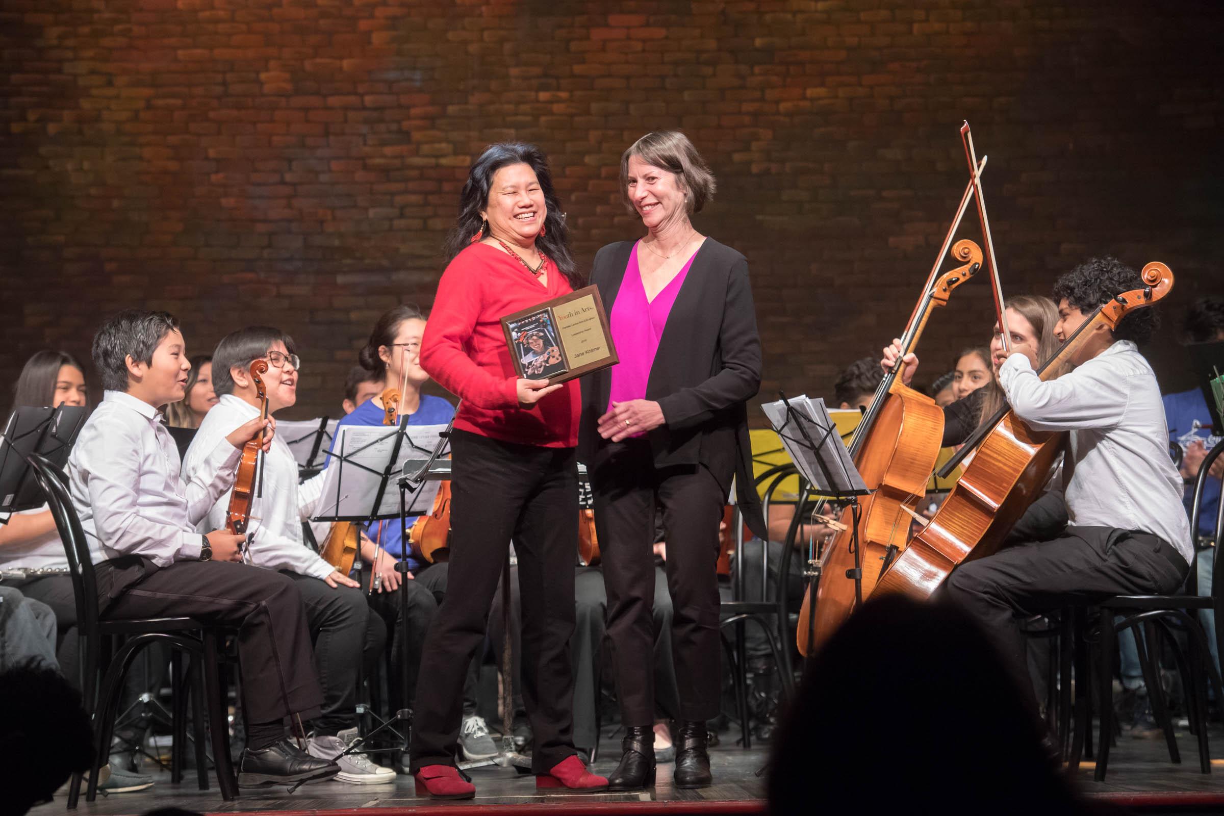 Miko gives award to Jane 2016.jpg