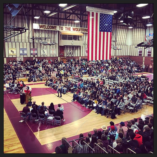 Last assembly of the year. Congratulations seniors and all of the student achievement award winners! 🎉 @willamette_high @willamettewolverine #wilhi #willamettehighschool #eugeneoregon