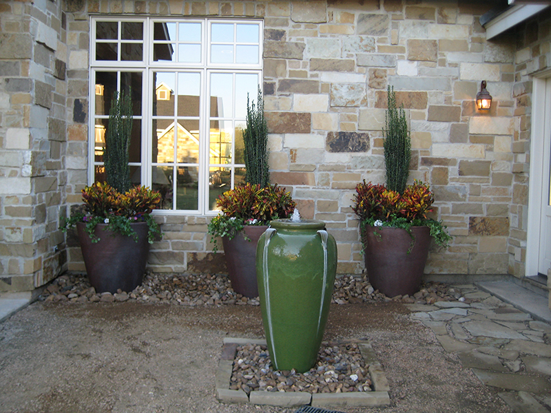 country-rustic-water-feature-pottery-urn-landsacpe-courtyard-magnolia-the-woodlands-commercial-spring-tomabll-cypress.jpg