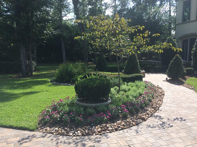 landscape-design-pavers-courtyard-the-woodlands-spring-tx-houston-maintenance.jpg