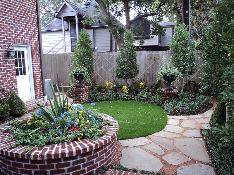 synthetic-artificial-lawn-turf--courtyard-turf-brick-traditional-the-woodlands-spring-design-install--Houston-Texas.jpg
