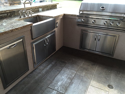 outdoor-kitchen-bbq-granite-normandy-stainless-appliances-stamped-concrete-wood-looks-like-wood-concrete-stucco-the-woodlands-houston-bar-apron-sink-custom.jpg