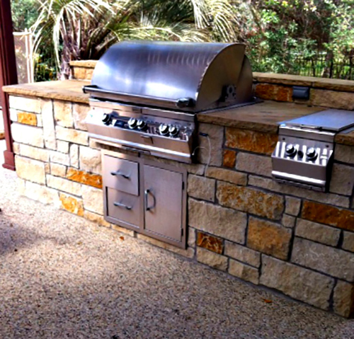 outdoor-kitchen-grill-buit-in-custom-design-flagstone-dark-grout-landscape-pool-landscaper-install-the-woodlands-houston-spring-magnolia-conroe-montgomery-cypress-woodforest-top-aggie-build.jpg