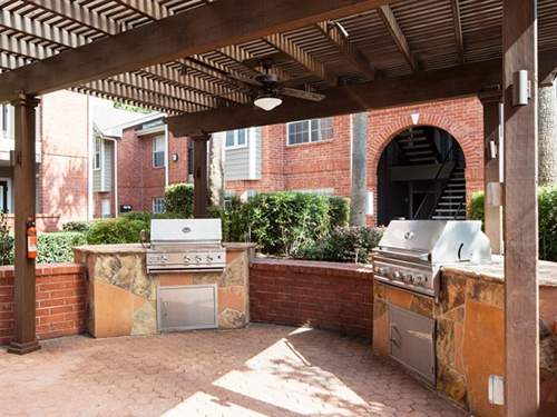 outdoor-kitchen-grills-arbor-pergola-commercial-flagstone-red-brick--the-woodlands-houston-magnolia-spring-contractor-build-landscape.jpg