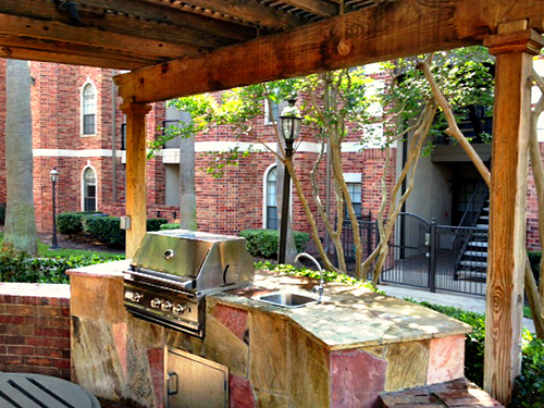 outdoor-kitchen-grill-commerical-flagstone-wood-arbor-pergols-custom-design-designs-build-buils-company-best-top-designer-builder-houston-the-woodlands-cypress-conroe-montgomery.jpg