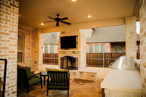 outdoor-kitchen-limestone-red-brick-custom-designed-patio-covered-grill-built-in-luxury-best-top-installers-installation-landscape-pool-the-woodlands-spring-montgomery-rustic-conroe-cypress-magnolia-houston-company.jpg