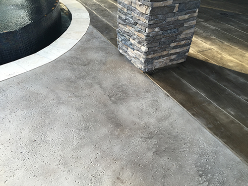 stamped-concrete-wood-salt-finish-with-travertine-coping-pool-deck-outdoor-kitchen-the-woodlands-houston-spring-conroe-memorial-best-pool-builder-pool-company-envy-stone-column.jpg