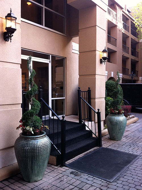 glazed-pottery-spiral-juniper-topiary-landsacpe-the-woodlands-front-door-urn-houston-envy.jpg