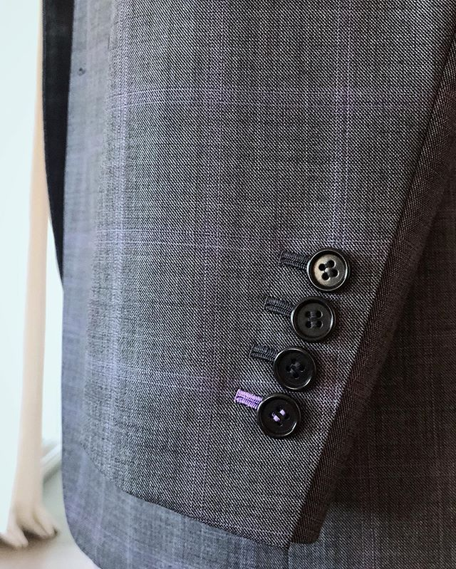 Hand stitched buttonholes, perfectly imperfect #hudsonsuits #customsuits #bespokesuit #tailormade #handmade