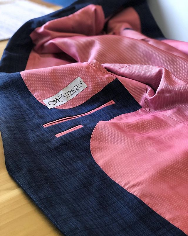 Pick a jacket lining as bold as you are. #hudsonsuits #nevercutcorners #bespokesuit #customsuits #tailormade #handmade