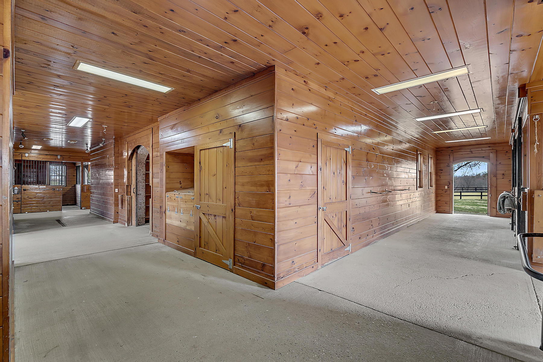 Stable interior: wash stall: feed copy.jpg