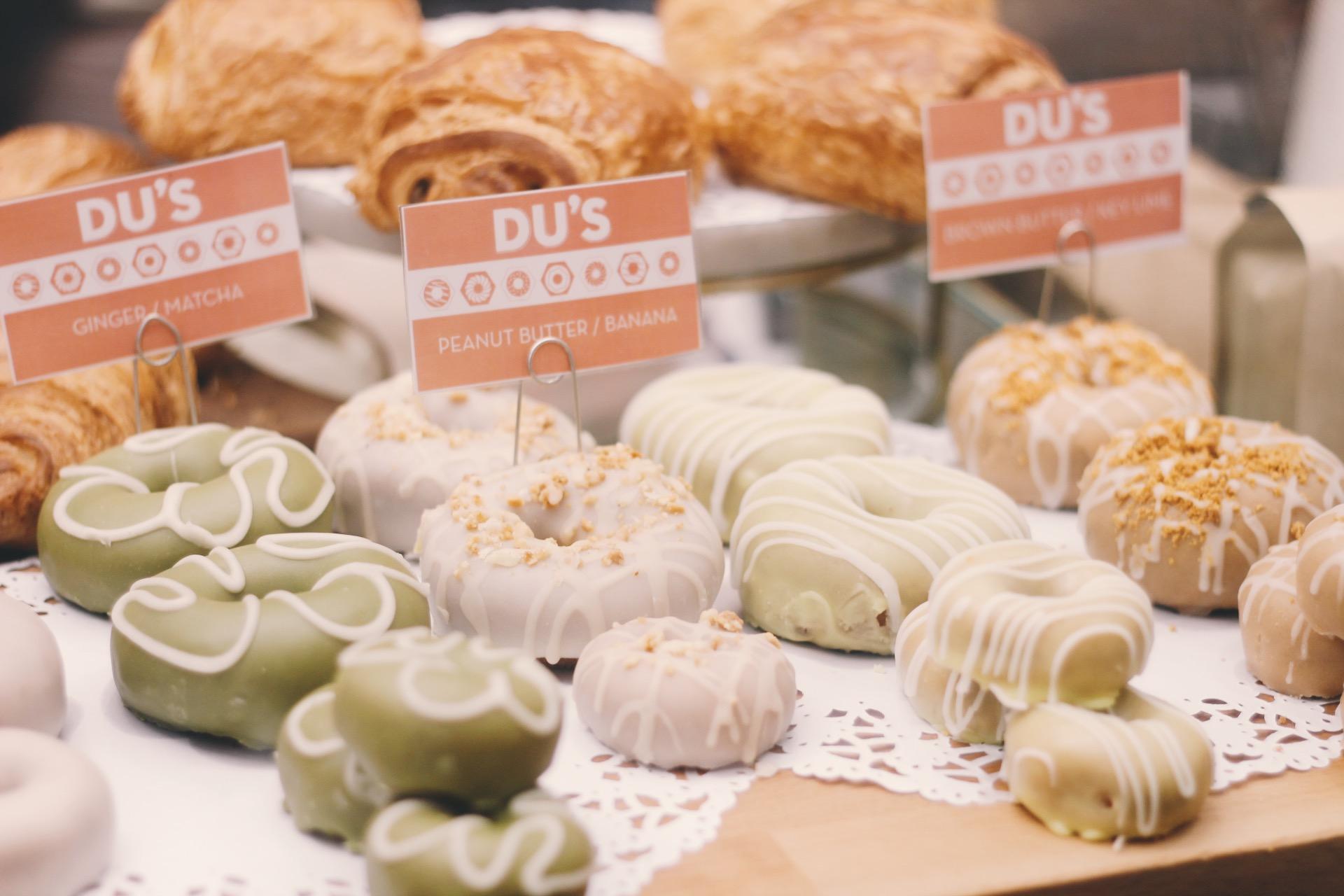 Soho-NYC-Cafe-integral-egg-shop-asos-trench-turtleneck-maxi-dress-hue-tights-patent-bucket-bag-5.JPG