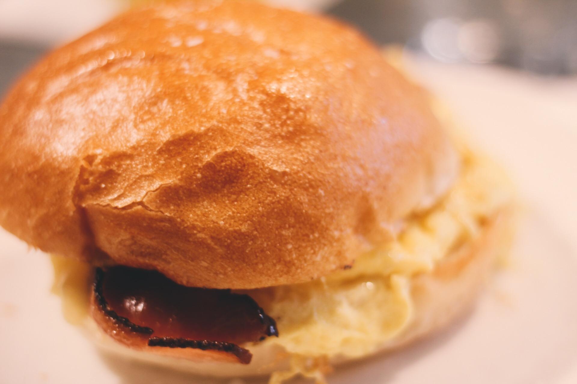 Soho-NYC-Cafe-integral-egg-shop-asos-trench-turtleneck-maxi-dress-hue-tights-patent-bucket-bag-11.JPG