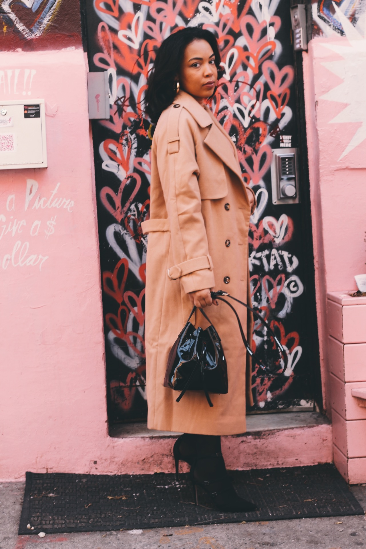 Soho-NYC-Cafe-integral-egg-shop-asos-trench-turtleneck-maxi-dress-hue-tights-patent-bucket-bag-15.JPG