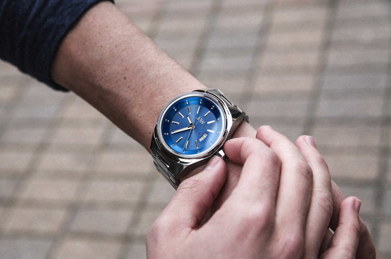 jbw-rook-j6287j-stainless-steel-diamond-watch-lifestyle-1.jpg