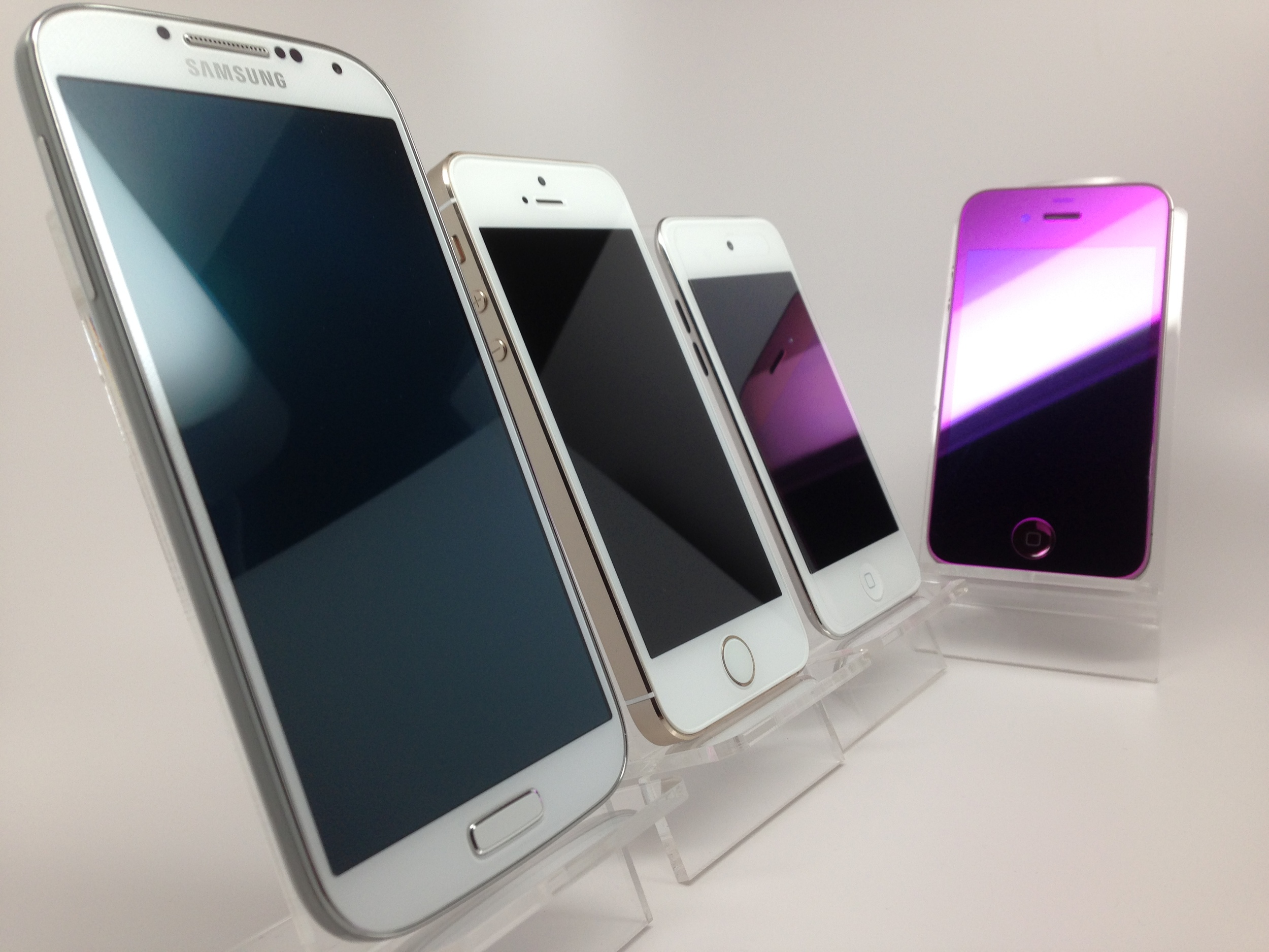 Gadget Garage Giveaway! Galaxy S4, iPhone 5S, iPod Touch and a Custom Mirror-Purple iPhone 4s!