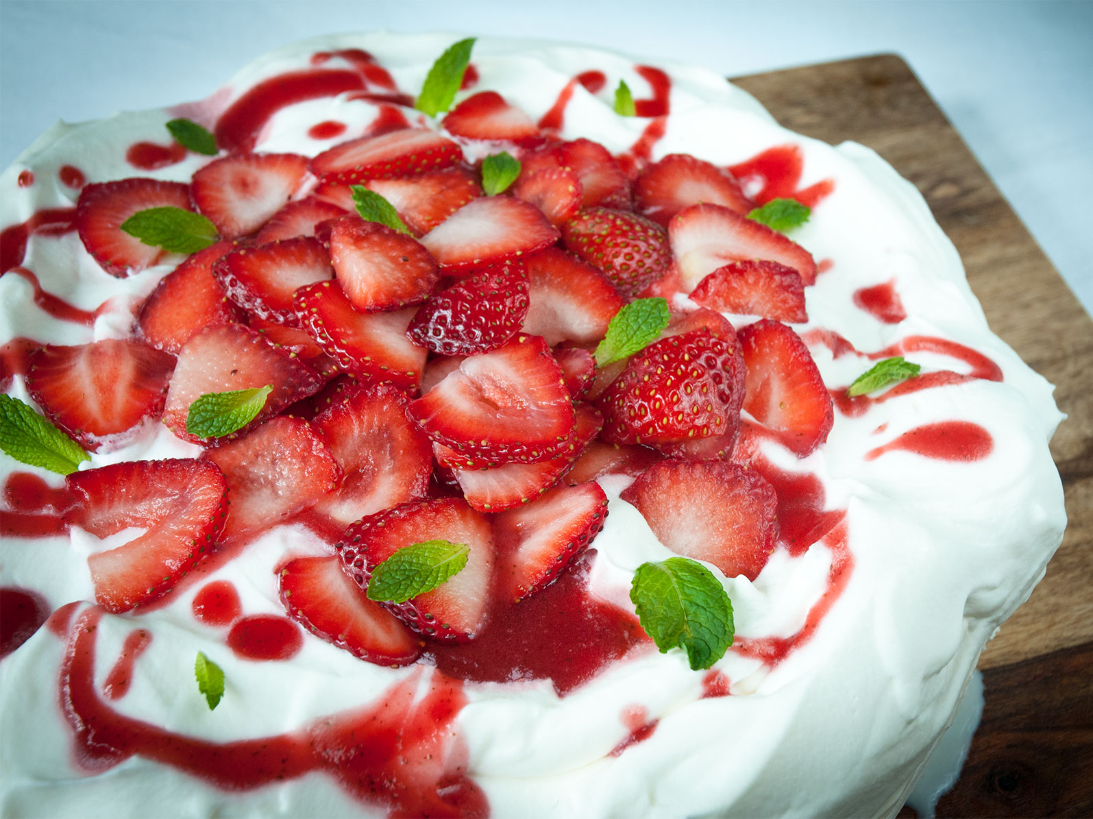 strawberry mojito pavlova