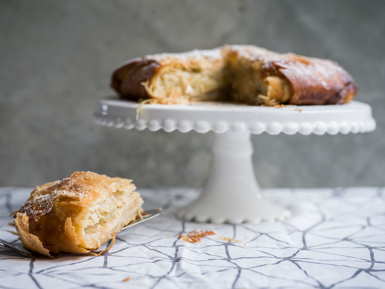 dust liberally with icing sugar | Apple Pastilla