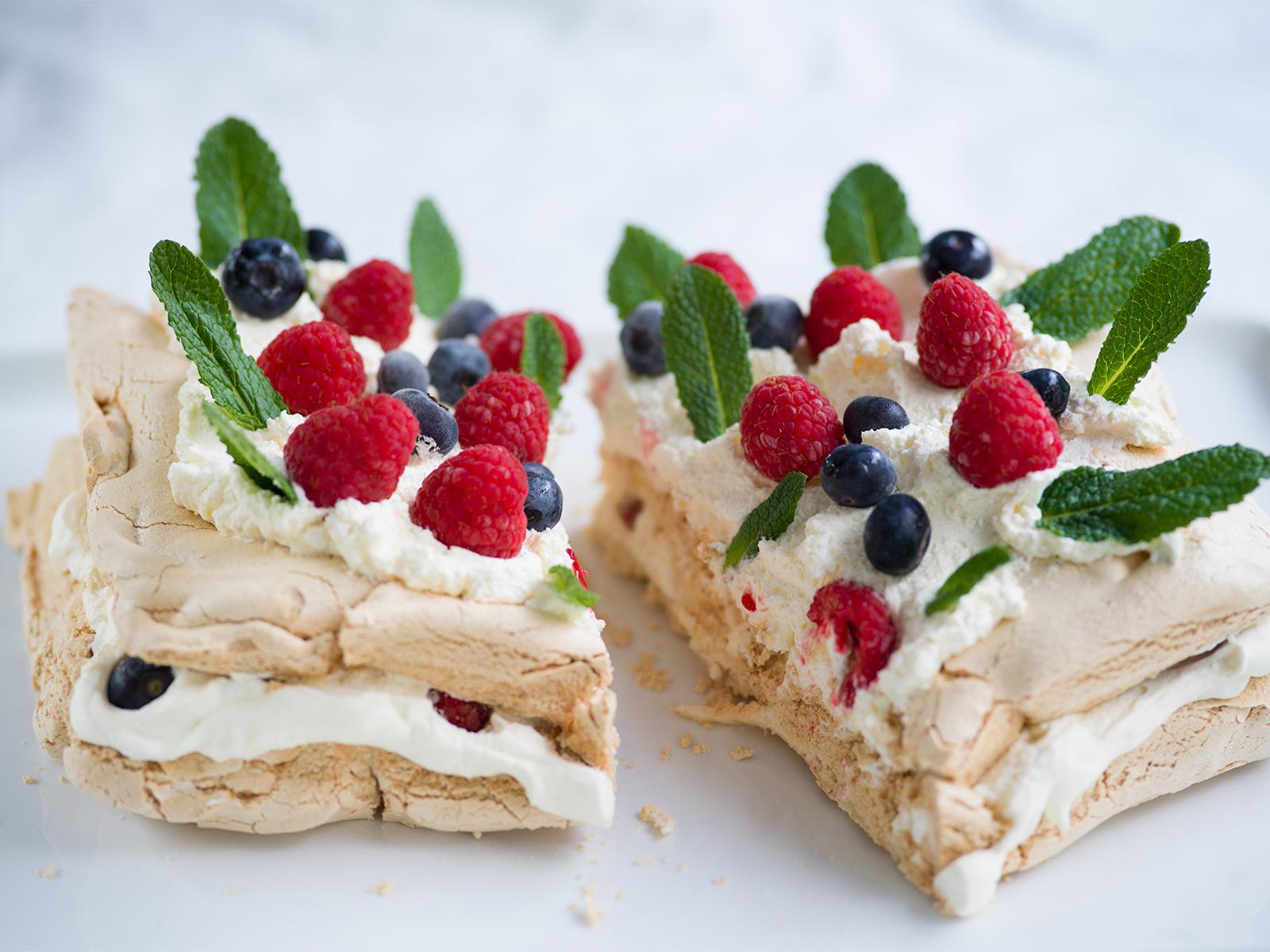 Serve and Enjoy | Quick Half-Tray Pavlova
