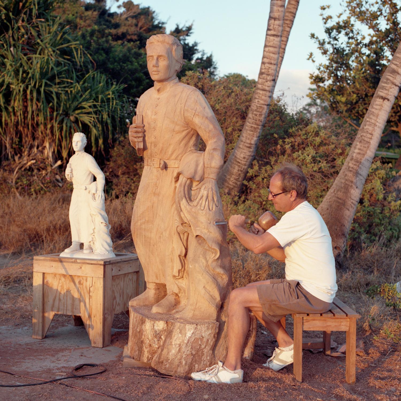Dale & Saint Damien of Moloka'i sculpture, Kīhei, Maui