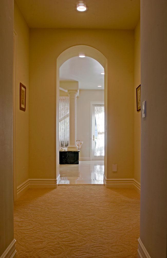 hallway2mstrbath_01T.jpg