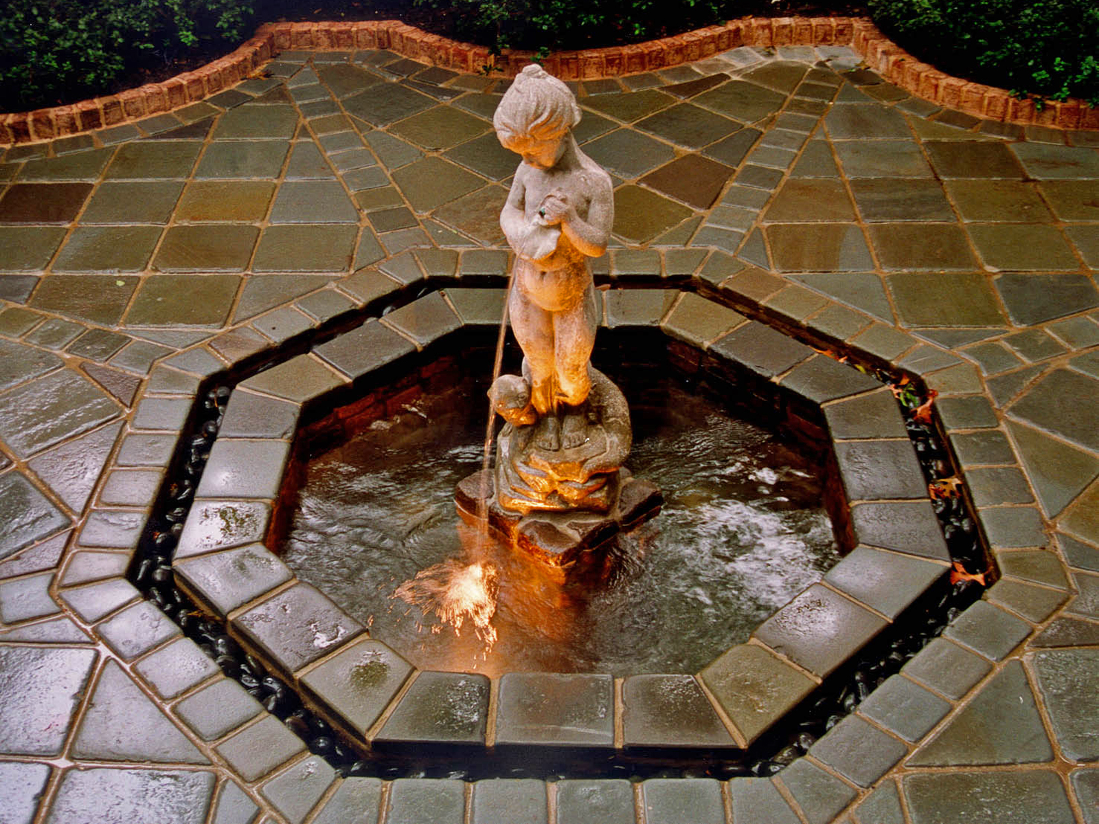 formal-courtyard-fountain-design