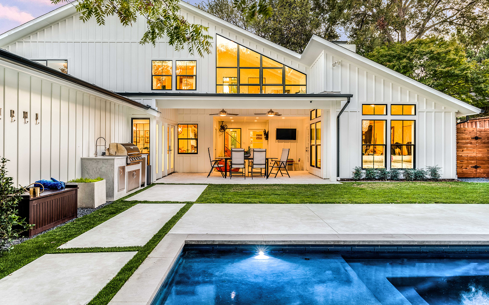 lakewood-pool-rear-modern-porch.jpg