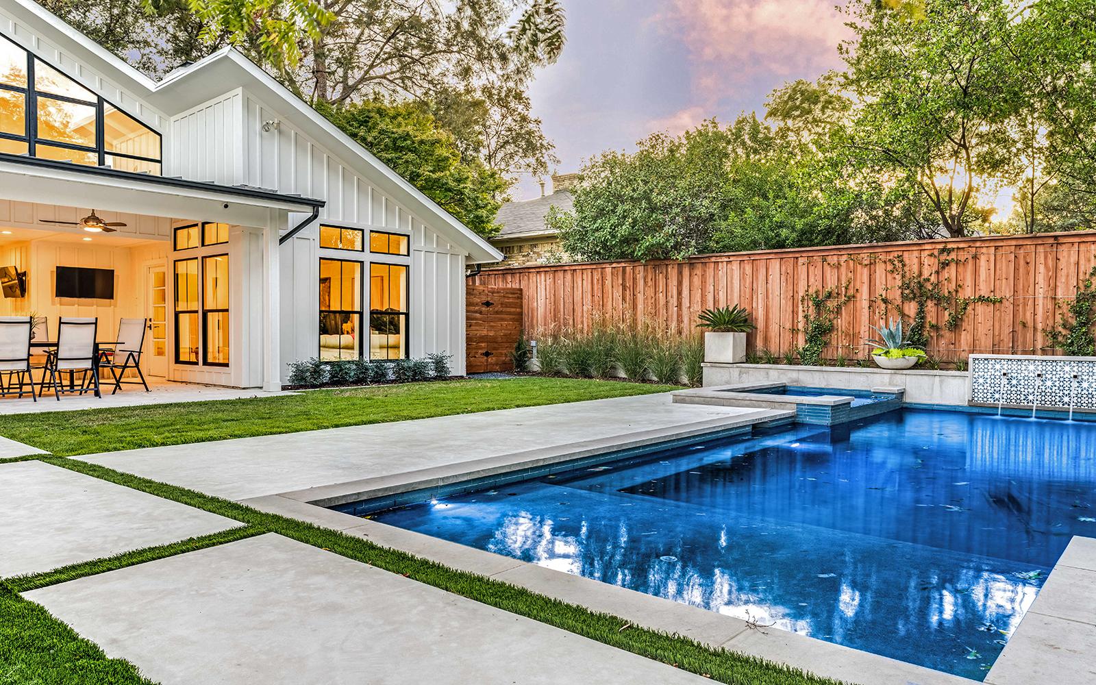 lakewood-rear-modern-pool-spa.jpg