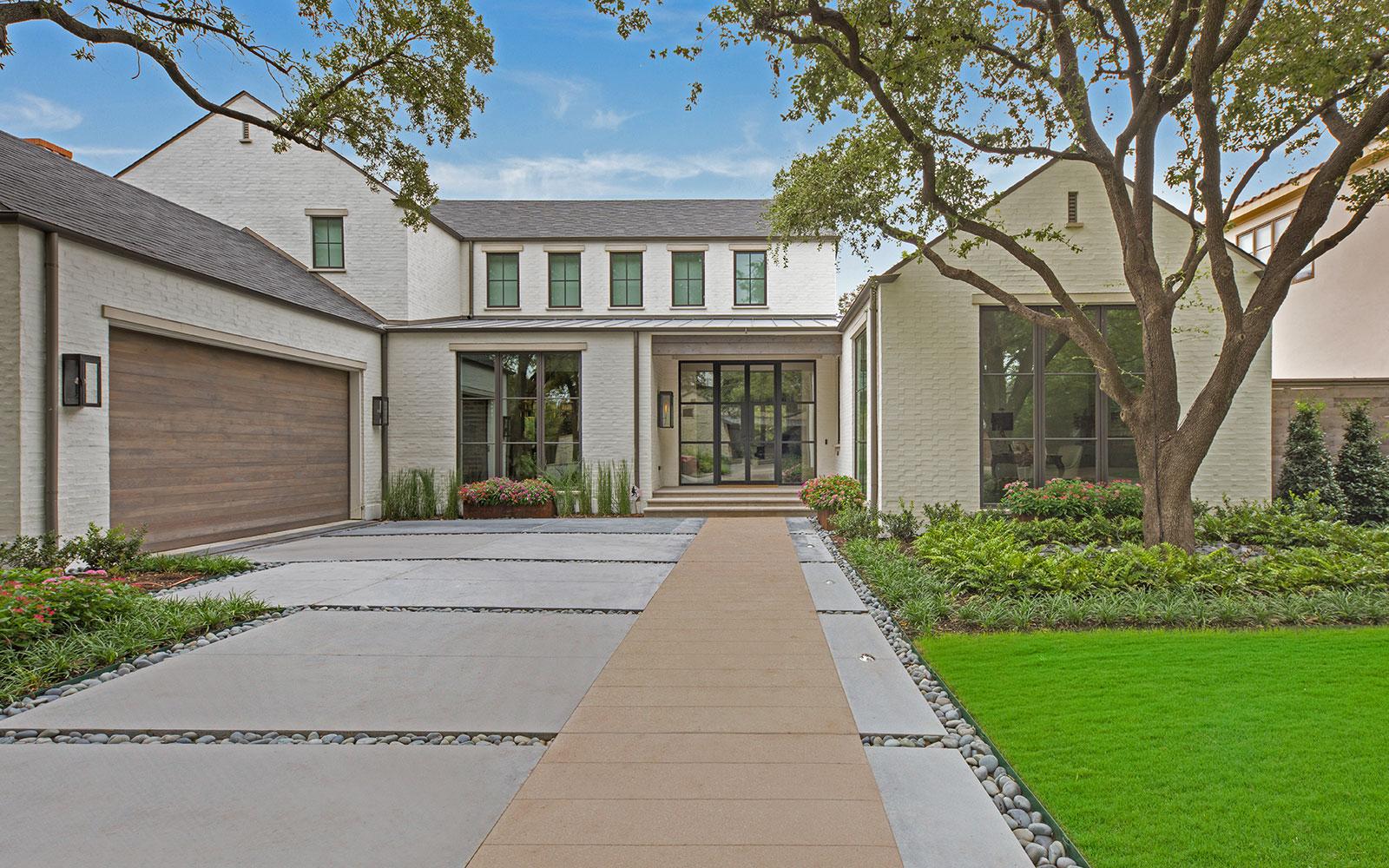 ddla-design-pemberton-modern-front-entry-driveway-day.jpg