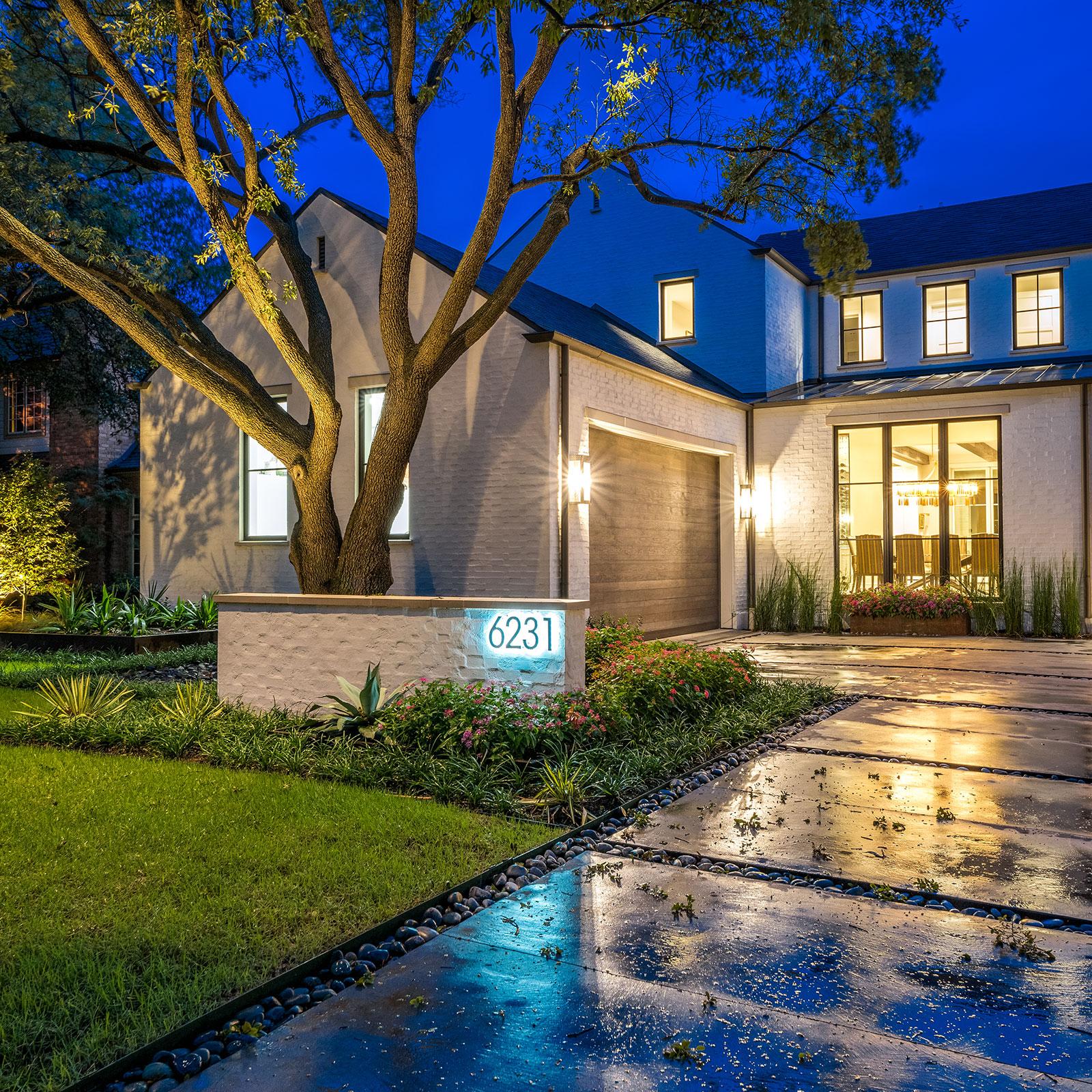 ddla-design-pemberton-modern-front-entry-driveway-evening.jpg