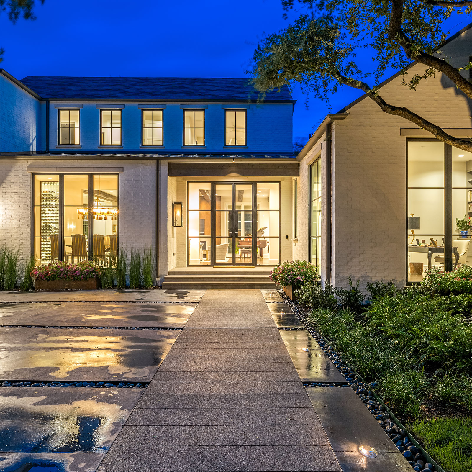 ddla-design-pemberton-modern-front-entry-walk-evening.jpg